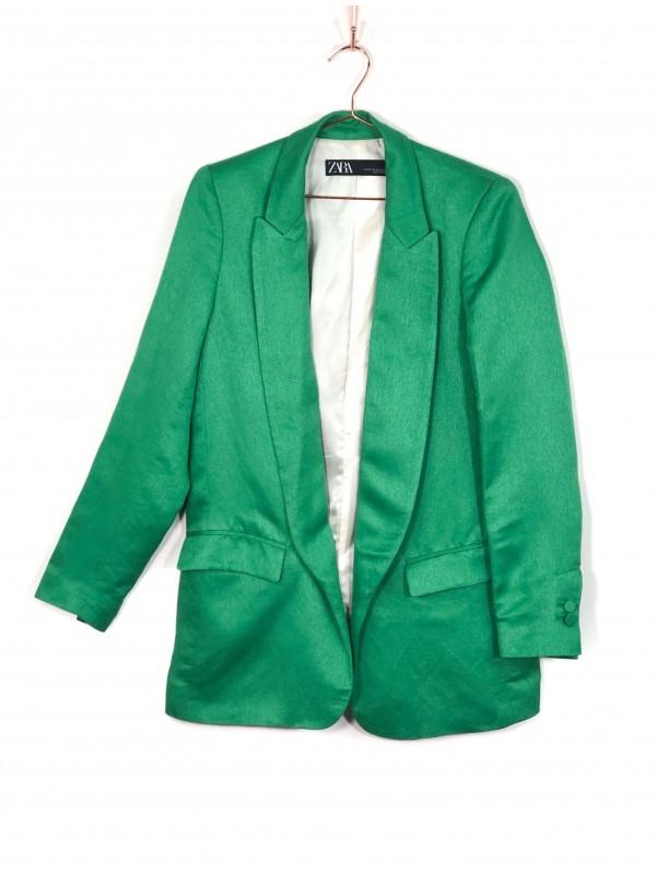 Blazer Zara Verde. Botões nas mangas e dois bolsos frontais