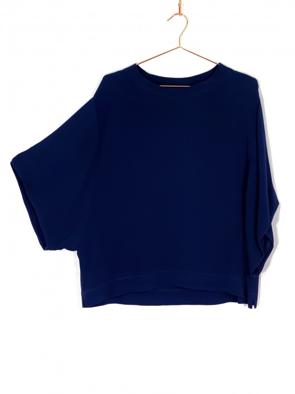 Blusa Azul Marinho Manga Curta Morcego Le Lis Blanc